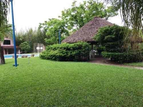 id:101752, hermosa quinta en venta en allende n.l. ubicada en raices.18,000 metros de superficie rodeada de bambú, cuenta con 325 mts de construcción.casa equipada con 4 recámaras, 4 closets, 1 ba