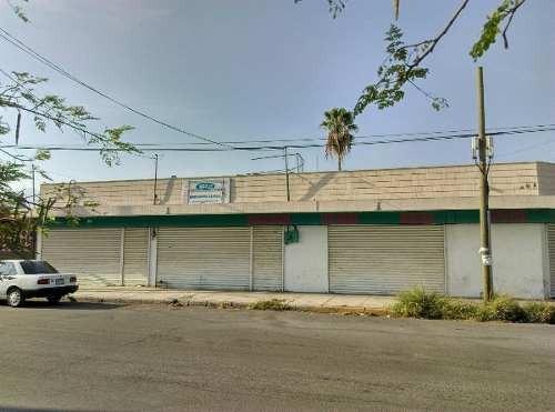 id:102196, bodega, uso de suelo comercial, en excelente estado, en esquina.   para mayores informes con isabel cano sánchez - tels: 8363 3233 , 811 511 7740  - email: isabel@vistainmuebles.mx