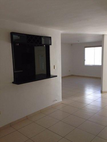 id:104004, hermosa casa en magníficas condiciones, como nueva, colonia privada con seguridad. cerca de colegios, centros comerciales, excelente ubicación. planta baja: cochera 2 autos, sala, comedo