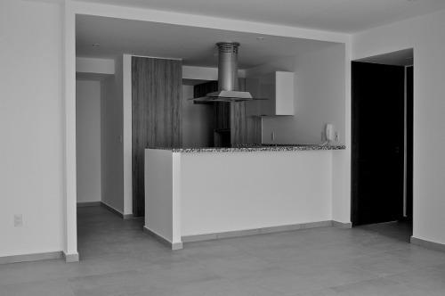 id:24758, superficies de 85, 95, 96,  97 y 98m23 recámaras sala comedor cocina 3 1/2 baños área de servicio amenidades sky lounge asador lounge salon de usos múltiples gimnasio equipado v