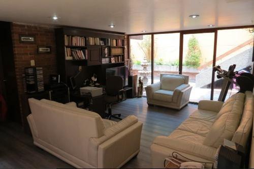 id:78062, casa en venta en bosque de la antequera, en la herradura para remodelar, muy buenos espacios y muy iluminada.la casa se desarrolla en tres niveles, la entrada de la casa cuenta con un ves