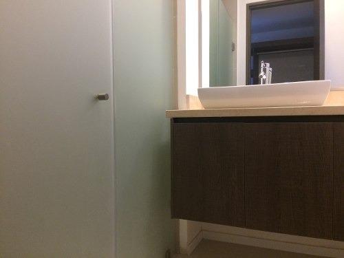 id:79058, departamento nuevo de lujo para llegar a estrenar. conjunto con acceso controlado y vigilancia 24 hrs. amplitud en sala y comedor,  cocina equipada, recamara principal con  vestidor y baño,