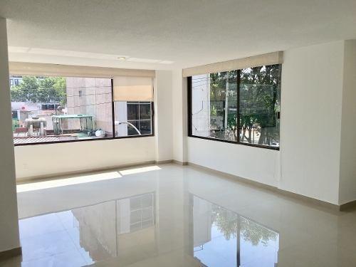 id:79318, luminoso departamento exterior recientemente remodelado. se ubica en un segundo piso y cuenta con dos recámaras, cada una con amplios clósets, dos baños completos, sala, comedor, cocina (re