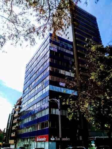 id:79696, oficinas en venta en inmejorable ubicación sobre paseo de la reforma, cuentan con 2 elevadores, 3 baños, escaleras y amplia área para acondicionar divisiones para oficinas. excelente altura