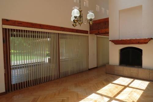 id:79780, casa en venta en exclusivo condominio: rancho san francisco, rodeada de bosque y hermosos jardines. terreno espectacular de 1,380m2, construcción de 520m2 y jardín de 900m2.la casa esta c