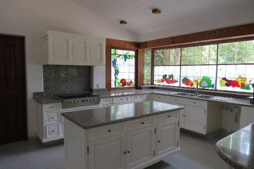 id:79784, casa en venta en exclusivo condominio: rancho san francisco, rodeada de bosque y hermosos jardines. espectacular terreno de 1,380m2, de los cuales 900m2 son jardín y 520m2 de construcción.