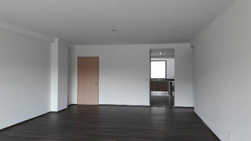 id:79974, se vende precioso departamento en condominio nuevo: bosque de los leones.está muy iluminado y rodeado de bosque. tiene amplios espacios, excelente distribución, muy buenos acabados.la s