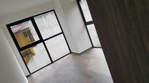id:80040, hermoso departamento interior con mucha luz y vista libre, con tres recámaras, tres baños y medio, y dos estacionamientos. se encuentra en un edificio con amenidades como business center, á