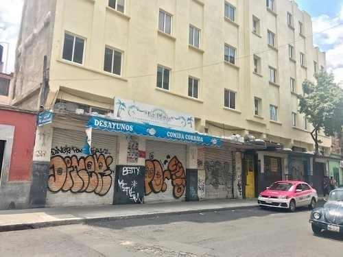 id:80176, excelente oportunidad para comprar un edificio de 6 departamentos (con opción a 8) y 6 locales comerciales en zona muy céntrica. está recién pintado por fuera, pero necesita una remodelació