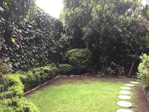 id:80248, preciosa casa en venta en la mejor ubicación en las lomas, en sierra gorda entre monte líbano y monte ararat. muy iluminada, con excelente distribución y precioso jardín.la casa cuenta co