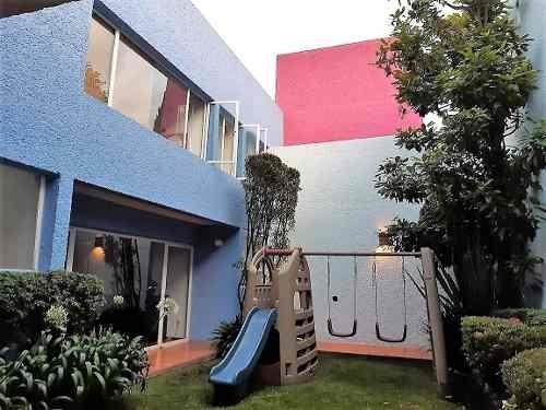 id:80320, casa con excelente distribución, remodelada hace 6 años, bien conservada. cuenta con dos niveles, cocina remodelada con excelentes materiales, comedor con acceso al jardín, sala, un medio b