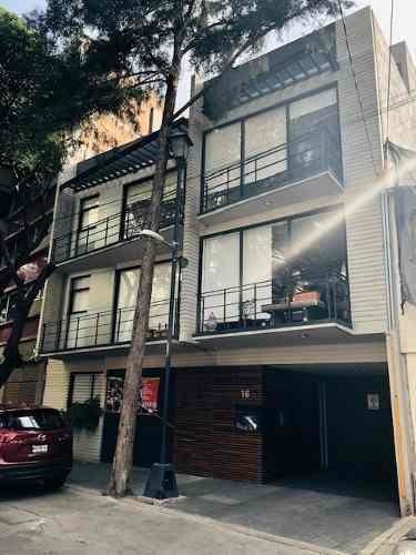 id:80384, ph exterior en dos niveles con escalera interna, roof garden privado y balcón. es un departamento con construcción vanguardista y moderna, con materiales de excelente calidad. distribución