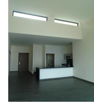 id:80396, pasillo de acceso, escalera, closet de visitas, estancia a doble altura (sala-comedor), cocina integral abierta con barra de granito, area de servicio con preparaciones para centro de lavad