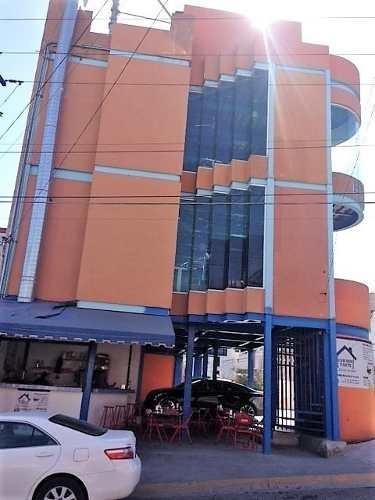 id:92579, edificios de 3 pisos en esquina con alejandro de rodas a una cuadra de plaza cumbres.  cuenta con tres plantas, baños y regaderas. se vende con aparatos. cuenta con avalúo.   para mayo