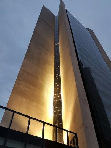 id:93805, renta de oficinas de $385 por m2. +pago de mantenimiento de $50 por m2+ivase puede rentar todo el piso o en secciones.    para mayores informes con betty salinas garza - tels: 81 8363 3
