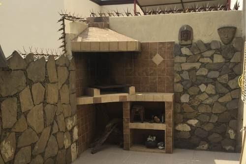 id:94717, casa habitación, 2 plantas, 1 cajón de estacionamiento y espacio para estacionar 2 autos más,  jardín al frente con una pequeña fuente, portón eléctrico, recibidor con doble altura, amplia
