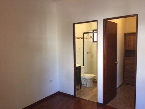 id:97756, excelente propiedad a unas cuadras de lázaro cárdenas y de plaza fiesta san agustín, 2 plantas.pb.-cochera para 2 autos,hermoso recibidor doble altura,1/2 baño de visitas,cuarto bastonero,