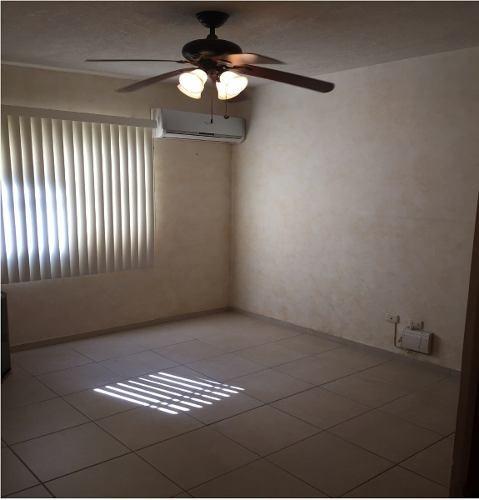 id:97760, hermosa casa  en colonia privada con seguridad, 2 plantas.planta baja: cochera para 2 autos,con portón eléctrico, 1/2 baño de visitas,sala, comedor, cocina sin equipar, lavandería, cuarto
