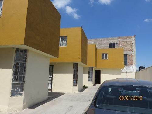 id:98478, excelente ubicación, unidad de negocio 3 locales comerciales y  5 departamentosfuncionando.    para mayores informes con rosy salazar  - tels: , 8182543788  - email: rosy@vistainmuebles.mx