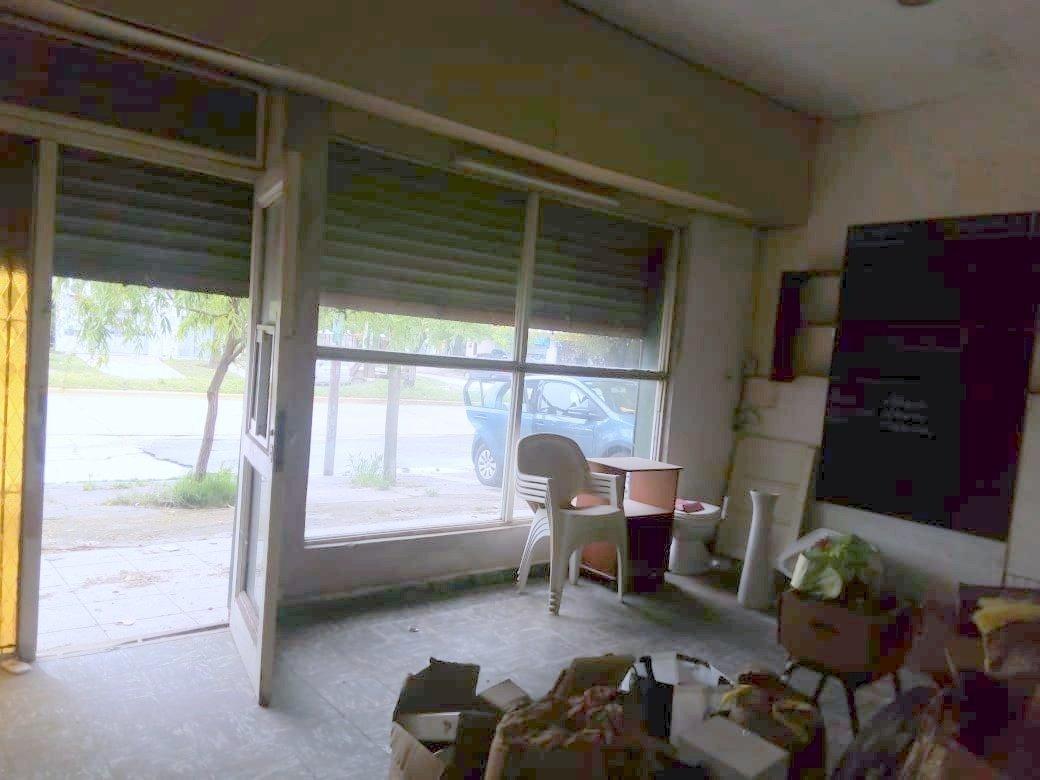 ideal casa 4 ambientes con local comercial