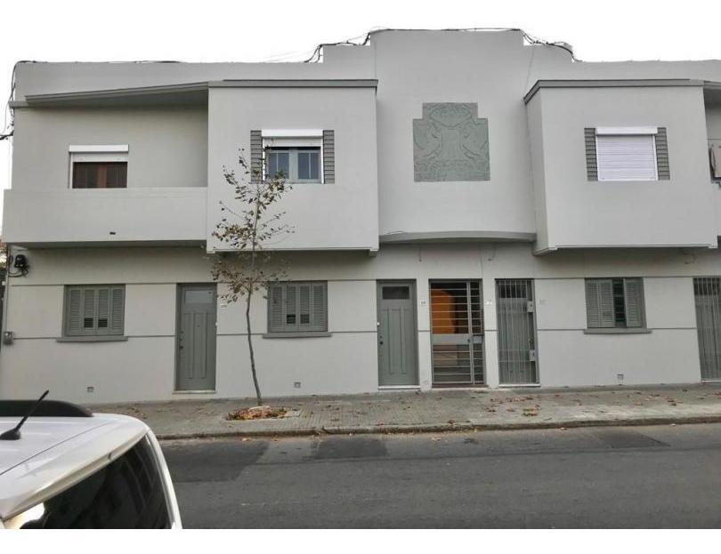 ideal estudiantes. alquiler apartamento 2 dormitorios con patio en tres cruces