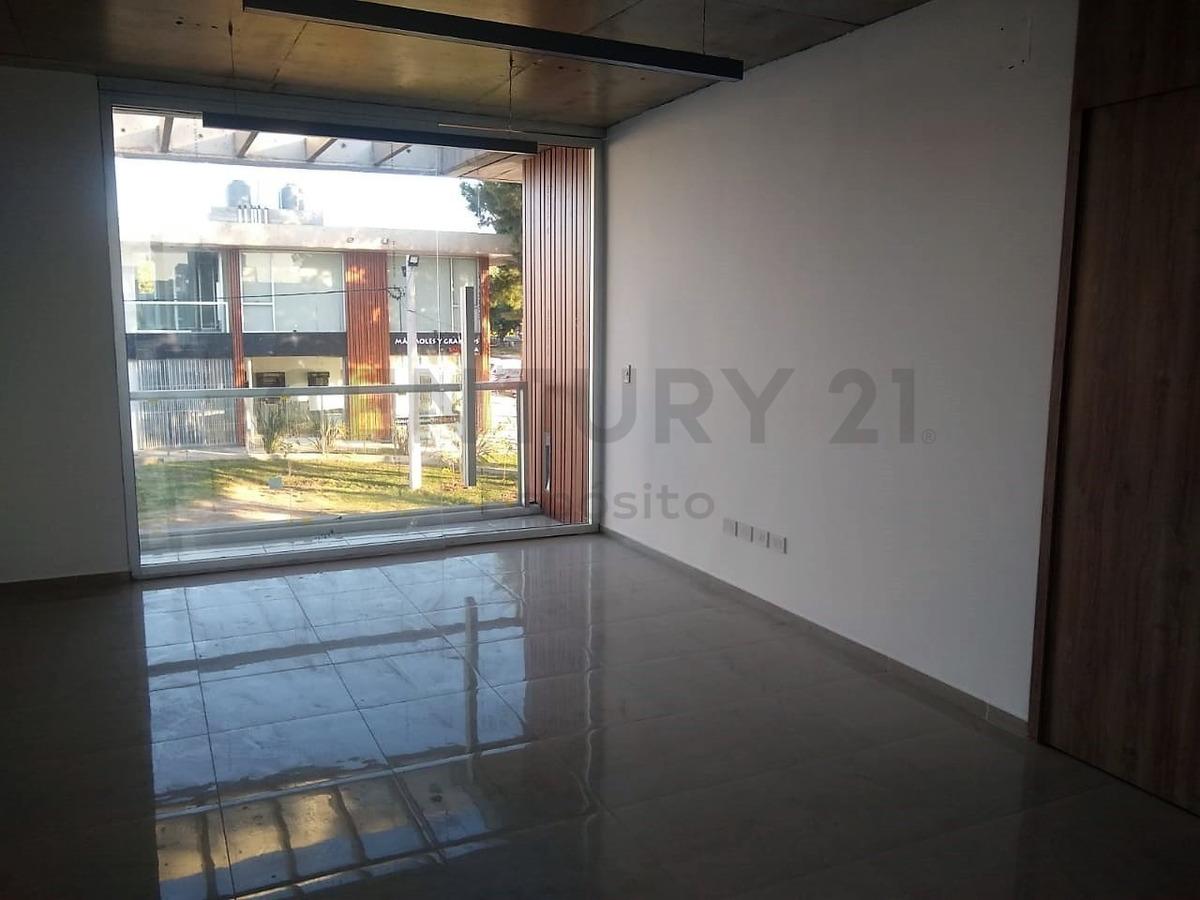 ideal inversor. oficina/local al frente en paseo comercial 31