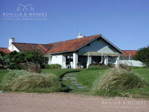 ideal para desarrollo, gran terreno con casa en primera fila de playa brava