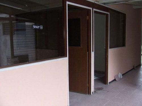 ideal para oficinas !!! céntrico y con amplio estacionamiento !! clave