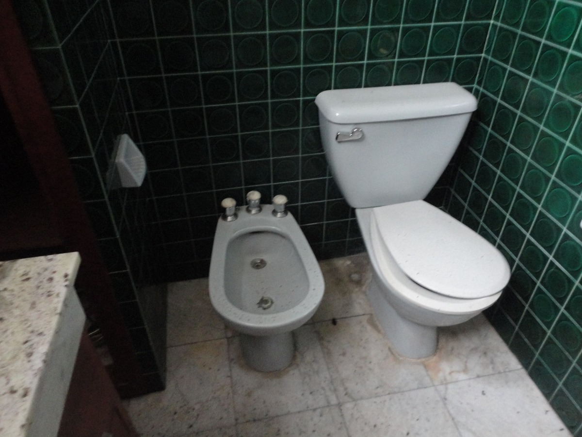 ideal uso comercial a metros  de estacion de tren de  marmol