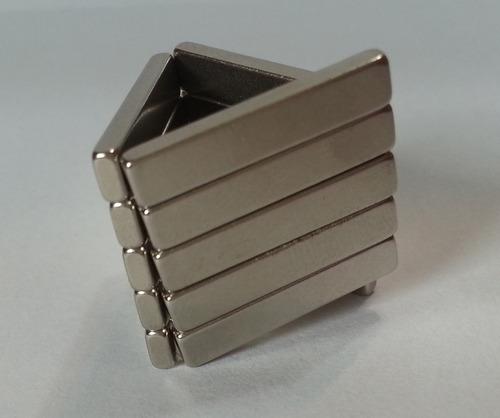 imã de neodímio / super forte / 20mm x 4mm x 2mm - 30 peças