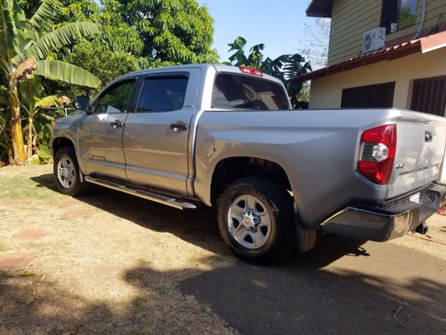 immaculate toyota tundra 2015 4x4 pickup gas automatic only