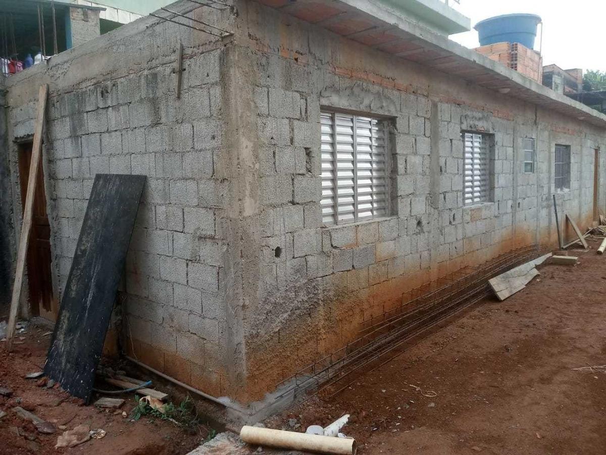 imóvel de 2 quartos 1 banheiro 1 cozinha e 1 sala