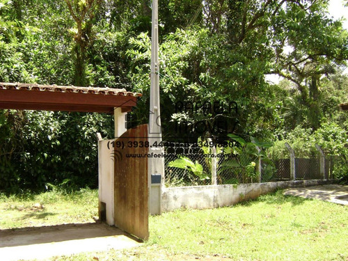 imóvel em ubatuba com casa principal e casa de caseiro.