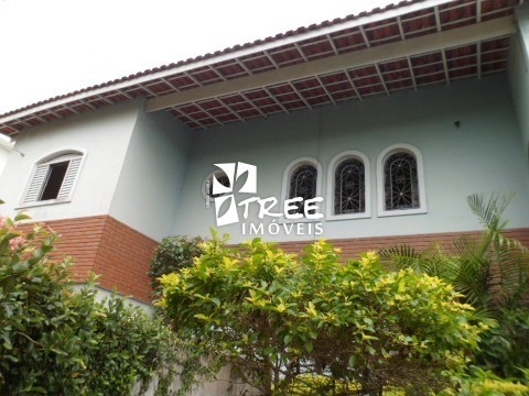 imóvel para locação comercial em arujá/ centro distribuídos em 3 dormitórios sendo 1 suíte, sala para 2 ambientes, banheiro, cozinha e lavanderia. gar - ca00927 - 2390457