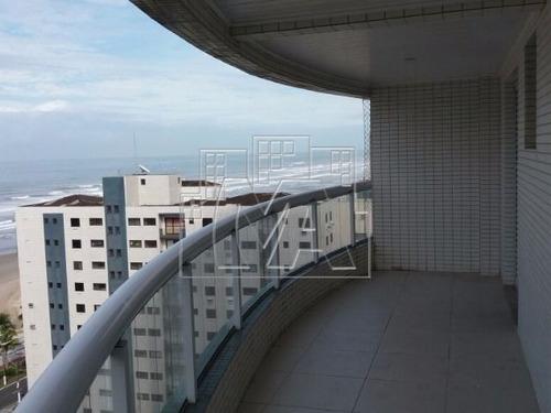 imóvel próximo ao comercio banco, com vista lateral da praia, 50 metros da praia, prédio com piscina arraia de 30 metros,, prédio com cinema, quiosque, brinquedoteca, totalmente familiar