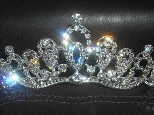 impactante corona  tiara para novias en plateado centro oval