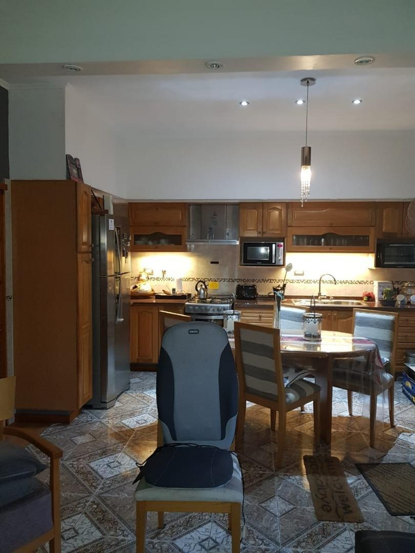 impecable casa 3 plantas con quincho y jacuzzi