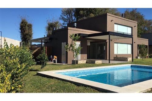 impecable casa con piscina