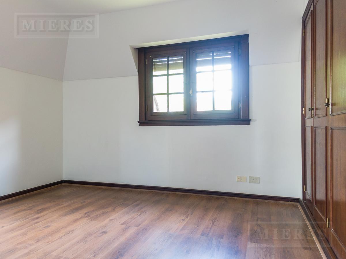 impecable casa en venta en san isidro chico.