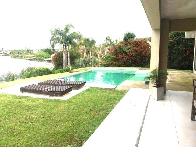 impecable casa moderna a la laguna. santa catalina