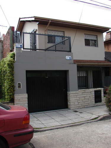 impecable casa tres dorm., garage, jardin