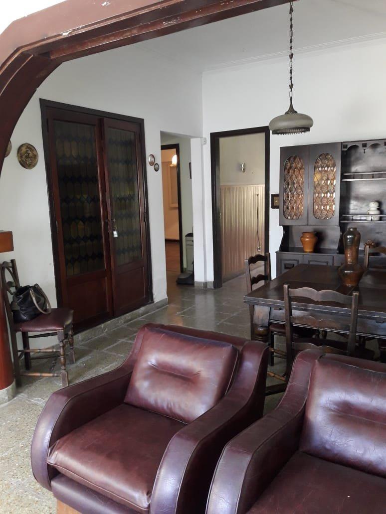 impecable chalet estilo marplatense -garaje-quincho