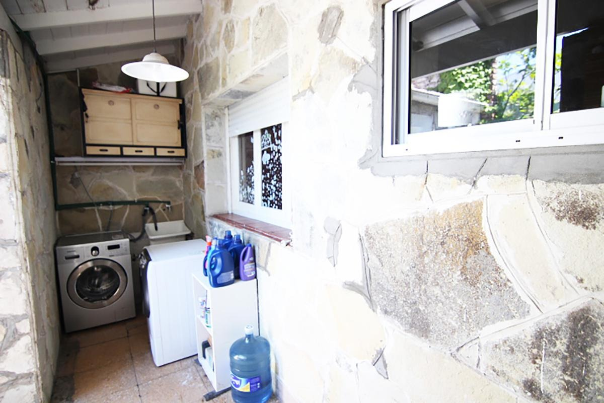 impecable chalet reciclado 3 ambientes en inmejorable zona de olivos