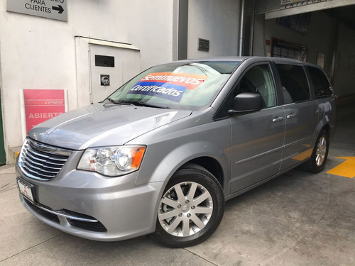 impecable chrysler town & country 2015