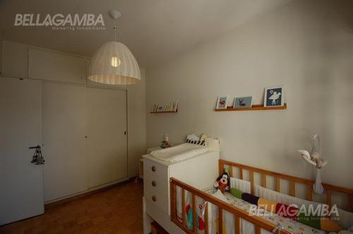 impecable departamento de 4 ambientes. excelente estado, ubicación y luminosidad.