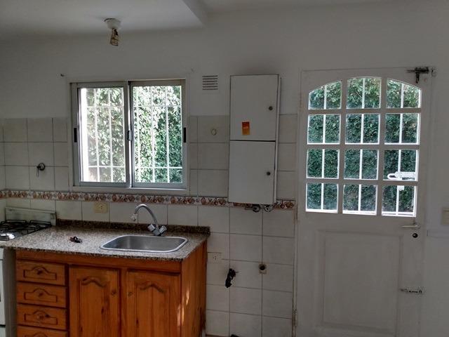 impecable duplex de 3 ambientes, 2 baños. sin expensas