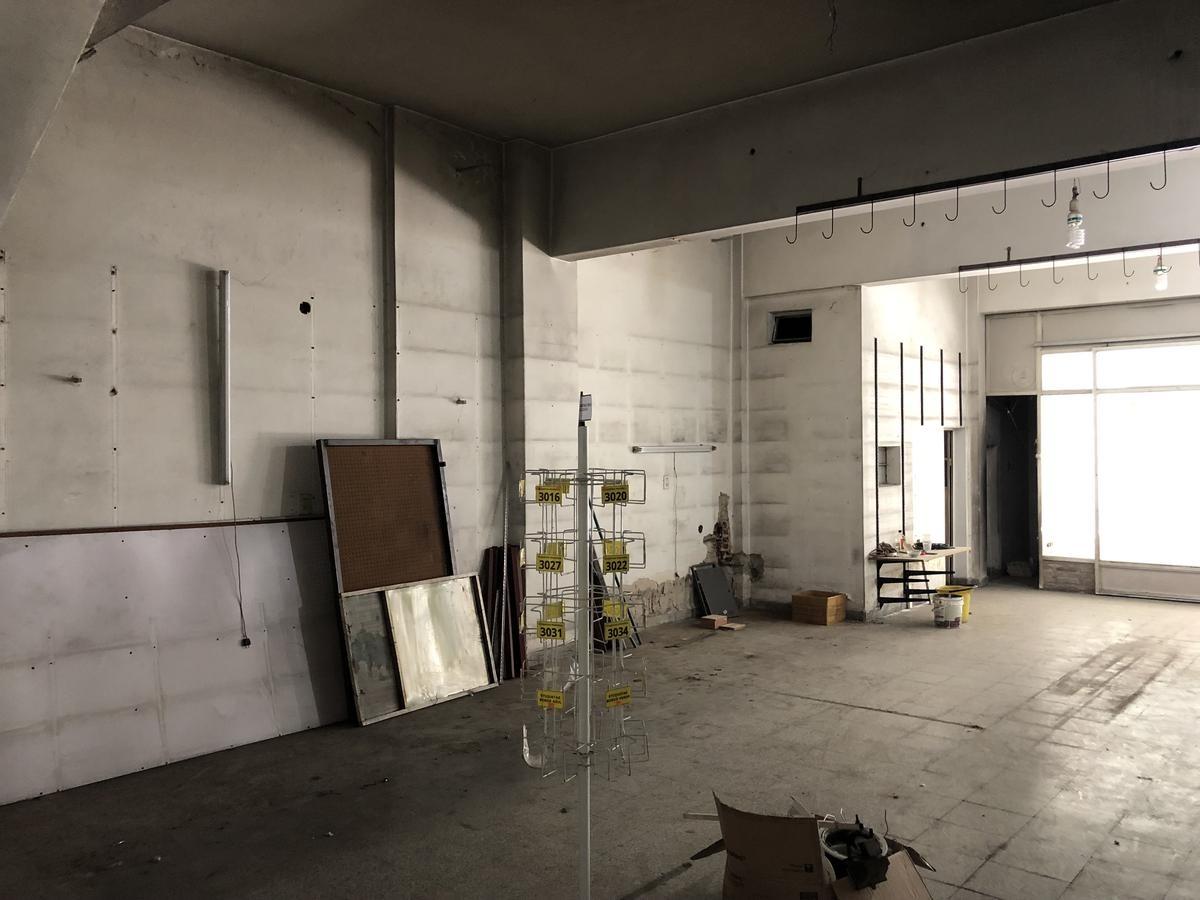 impecable local de 200 m2 en  lanus este, excelente ubicación!!!