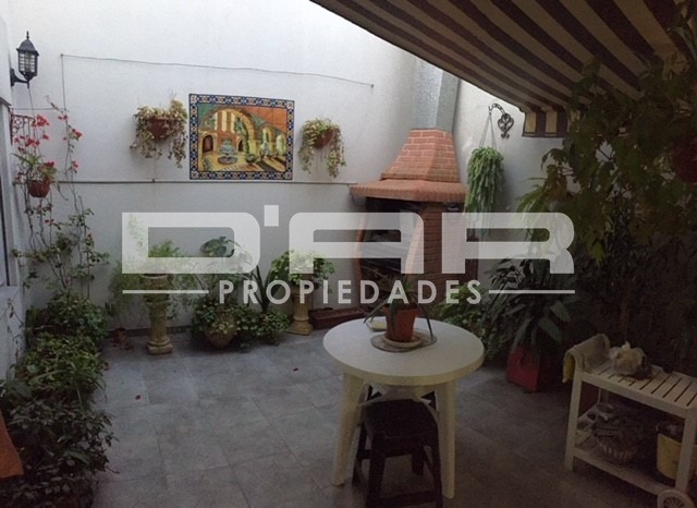 impecable ph en planta baja con 2 patios! 85m2! bajas exp!