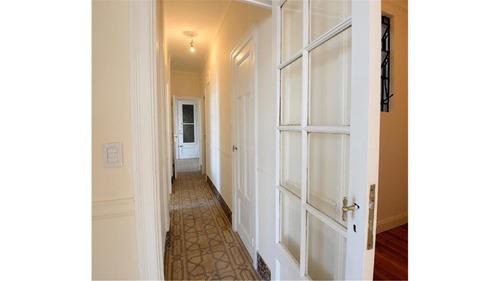 impecable piso 6 amb en edificio de estilo en monserrat