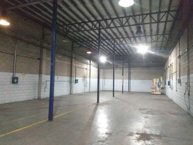 impecable planta industrial de 2400m2 en florida oeste